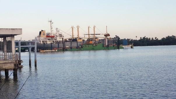 chao phraya sunken ship